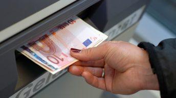 Geld abheben am Automaten