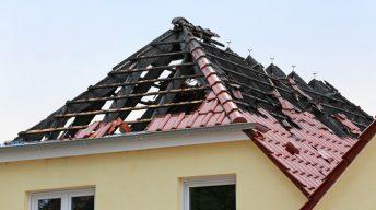 Hausdach mit Sturmschaden
