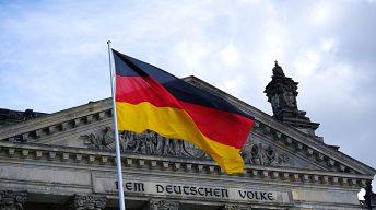 Bundestag mit Fahne