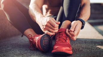 Schuhe binden fürs Joggen