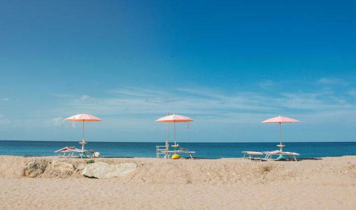 Strandliegen am Meer