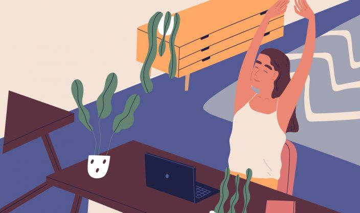Frau am Schreibtisch streckt sich