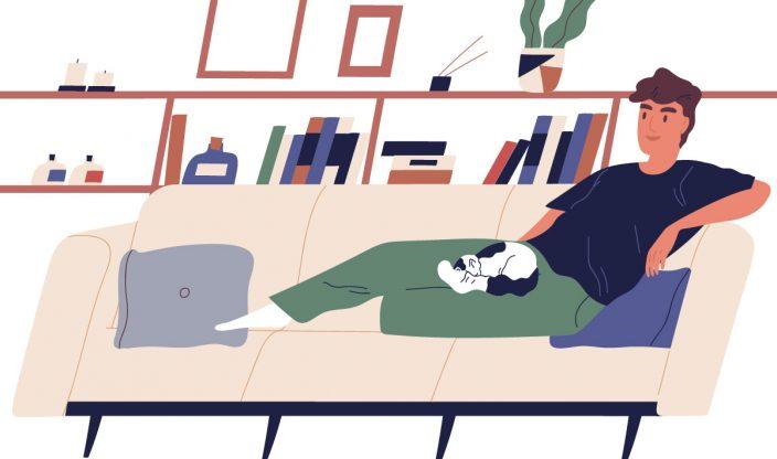 Mann entspannt auf Couch